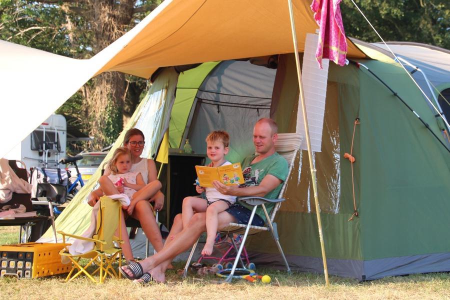 Campingplatz im Sommer in Holland.